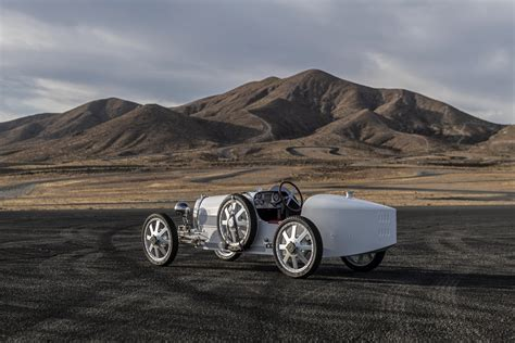 In novice mode (selected via a beautiful dashboard key) the top speed is a piffling 12mph. Bugatti Baby II je za decu ali ima cenu za odrasle | Auto magazin