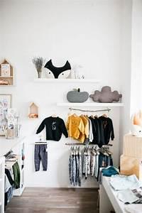 Kleiderstange An Wand : kleiderstange kleiderschrank weiss wand kinderzimmer deo schoen laden pinterest ~ Markanthonyermac.com Haus und Dekorationen
