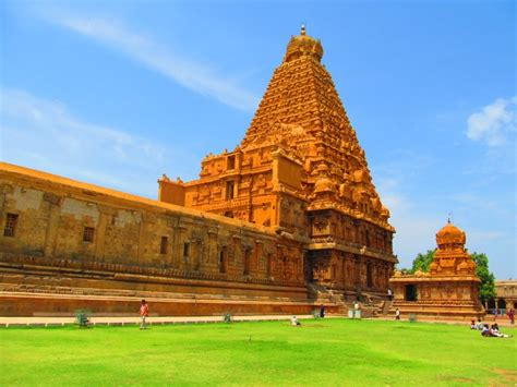 Top 5 Magnificent Temples in South India ~ India ...