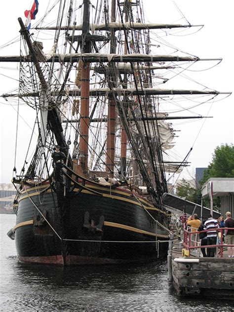 hms bounty sinks boat de jour