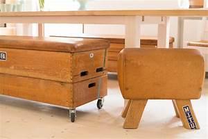 Gebrauchte Vintage Möbel : der hocker aus einem turnbock gefertigt m bel aus gebrauchten turnger ten ~ Sanjose-hotels-ca.com Haus und Dekorationen