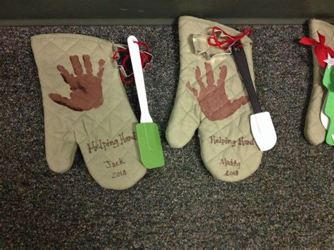 christmas gifts for preschoolers to make their parents helping oven mitts as gifts for parents 353
