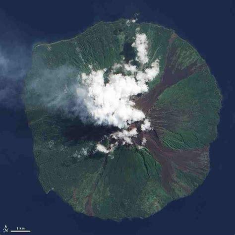 Sciency Thoughts: Eruption on Manam Motu.