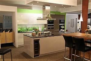 Moderne Küche Mit Kochinsel : elementa musterk che top ausgestattete 3 farbige moderne k che mit gro er kochinsel ~ Markanthonyermac.com Haus und Dekorationen