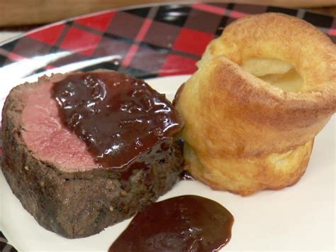 You can even make this rich, earthy béarnaise makes a bright, luscious sauce for beef. Beef Tenderloin with Quick Red Wine Pan Sauce Recipe ...