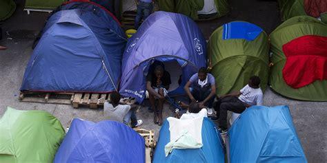 Evacuation De Campements De Migrants Installés Porte De La Ps4 Konsolen Retro Shop Konsole Saturn Ps3 Xbox One Nintendo Neue Minecraft öffnen Reihe