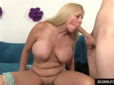Mature Woman Cala Craves Shows Off Her Pussy And Asshole