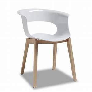 Chaise blanche design avec pieds bois natural achat for Deco cuisine avec chaise blanche pied en bois