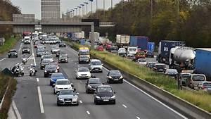 Autoroute A13 Accident : yvelines l 39 autoroute a13 coup e apr s un carambolage entre un poids lourd et dix voitures ~ Medecine-chirurgie-esthetiques.com Avis de Voitures