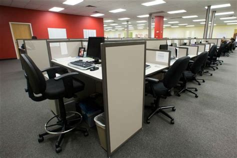 New-design-call-center-cubicles