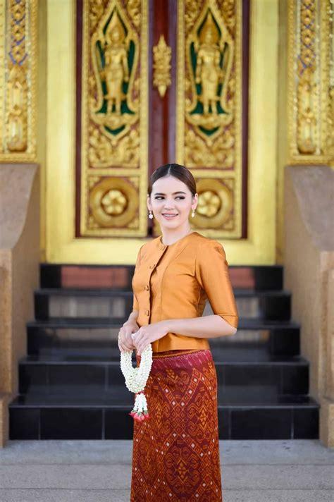 ปักพินโดย Ladasilk ใน ชุดไทยประยุกต์
