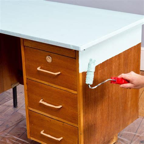comment repeindre un bureau en bois relooker un bureau en bois myqto com
