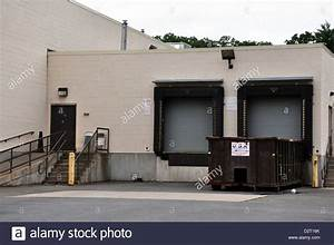 The Back Store : loading dock with truck bays in the back of the store stock photo 53388235 alamy ~ Markanthonyermac.com Haus und Dekorationen
