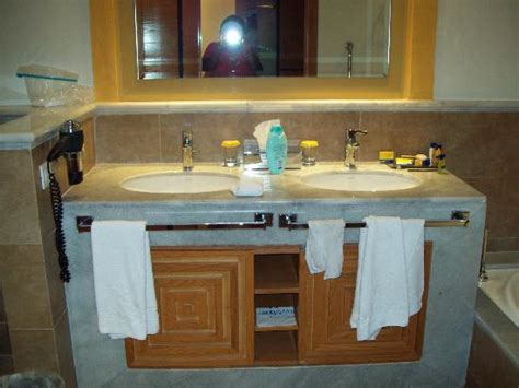 nice double sinks   bathroom picture  iberostar