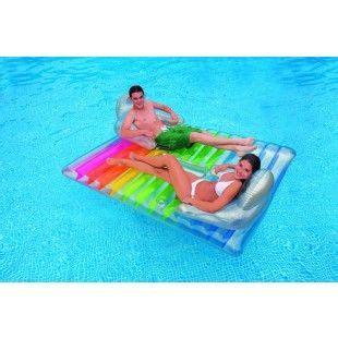 chaise longue gonflable pour piscine 10 best images about matelas pour piscine on