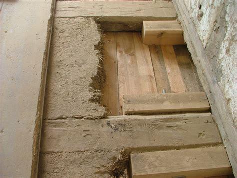 Decke Abstützen Mit Holzbalken by Holzbalkendecke Sanieren Und Isolieren