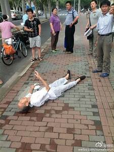 No help when elderly falls down in street of Shanghai ...