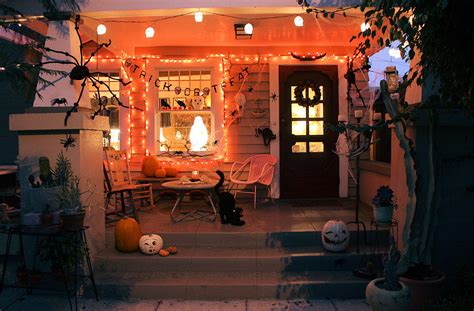 porch  halloween night pictures   images
