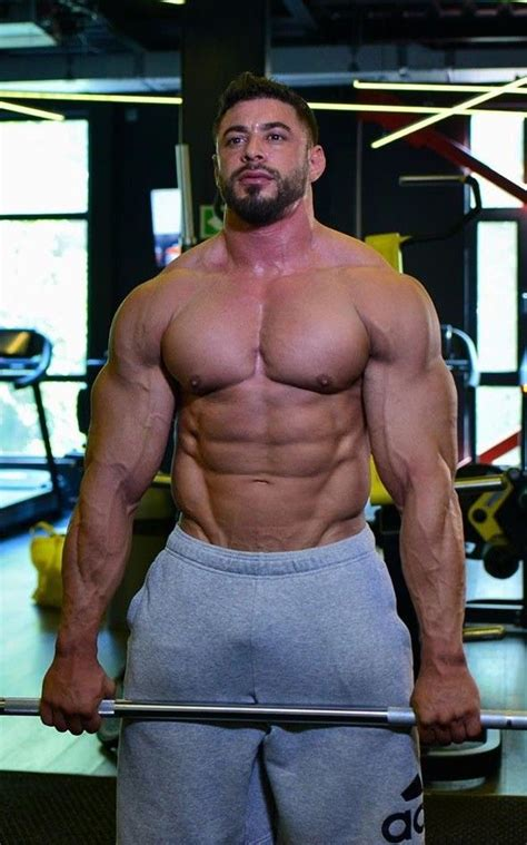 Pin by Rod on Muscle men | Muscle men, Muscle hunks, Abs ...
