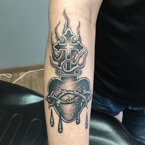 sagrado corazon  school en negro  delfoco tattoos