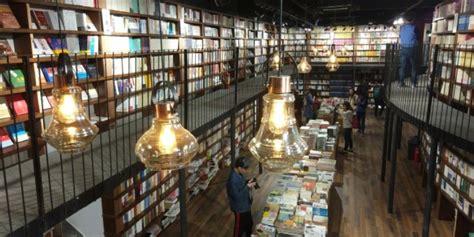 beijings newest  hour bookstore  serve  sanlituns