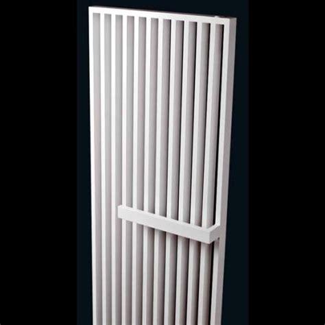 heizkörper mit handtuchhalter vasco arche plus heizk 246 rper mit handtuchhalter wei 223 111190470180011889016 0000 reuter