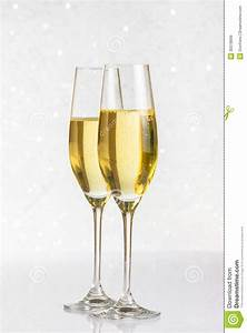 Flute A Champagne : a pair of flutes of golden champagne on silver bokeh stock image image 35078699 ~ Teatrodelosmanantiales.com Idées de Décoration