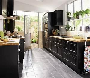 Une cuisine noire pour une deco lumineuse travauxcom for Idee deco cuisine avec mobilier de salle a manger moderne