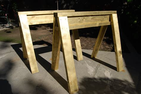simple sawhorses   build     hour