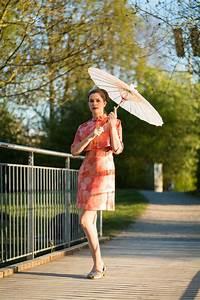 Sonnenschirm Asia Style : fr her ferner osten ein asia kleid aus den 60ern ~ Frokenaadalensverden.com Haus und Dekorationen