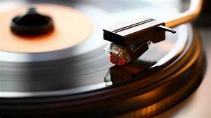 Old Vinyl Player - YouTube