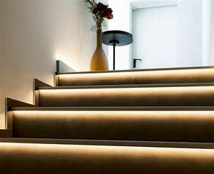 Indirekte Treppenbeleuchtung Per LEDs Im Stufenprofil