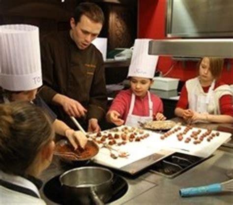 ecole ducasse cours cuisine participer à un atelier de cuisine pour enfants