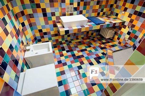 Badezimmer Fliesen Bunt by Italien Modernes Badezimmer Mit Bunten Fliesen T50