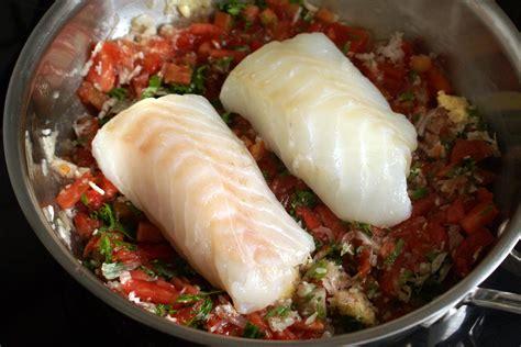 cuisiner le dos de cabillaud à la poele dos de cabillaud dugléré recette de cabillaud dugléré