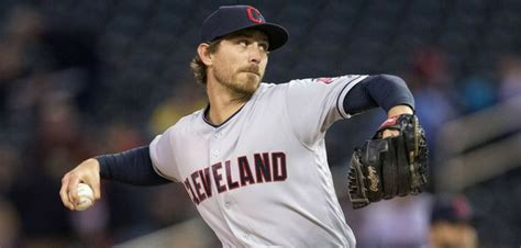 Former Roadrunners Buchholz, Tomlin Facing One Another in ...