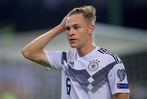"""We're happy to be going into the future with joshua kimmich. Joshua Kimmich im Interview: """"Es darf uns nicht passieren ..."""