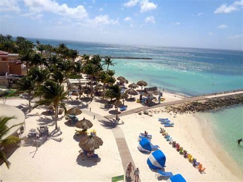 Divi Resorts: Divi Beach Aruba & Divi Golf & Beach Resort - Girl about the Globe
