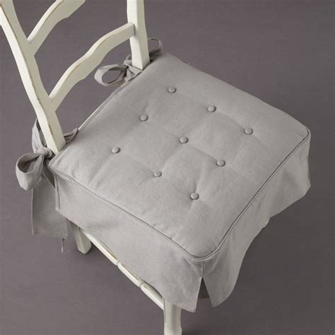 galette de chaise avec volant galette de chaise volantée table de lit a roulettes