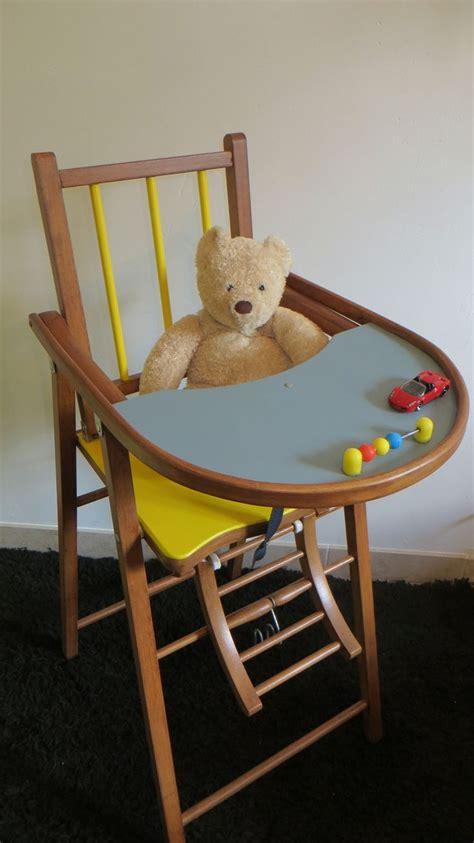 chaises bébé a quel age bebe va dans la chaise haute