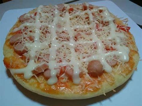 Seiring berkembangnya jaman, pizza hut masuk ke indonesia yang hingga saat ini menjadi makanan cemilan favorit masyarakat indonesia. Resep Pizza Teflon Simple Tanpa Oven - YouTube