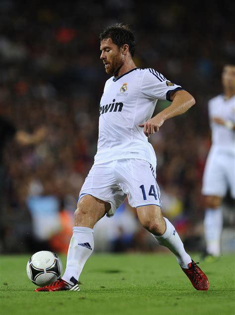 Xabi Alonso - Xabi Alonso Photos - Barcelona v Real Madrid ...