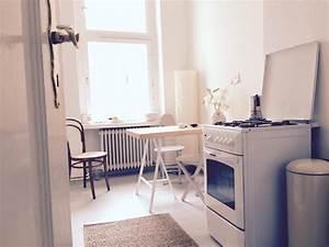 Berliner Küche Blog : sch ne berliner altbauk che mit charme wei e m bel herd mit espressokocher tisch mit st hlen ~ Yasmunasinghe.com Haus und Dekorationen