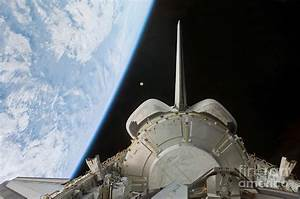Space Shuttle Discoverys Payload Bay Photograph by ...