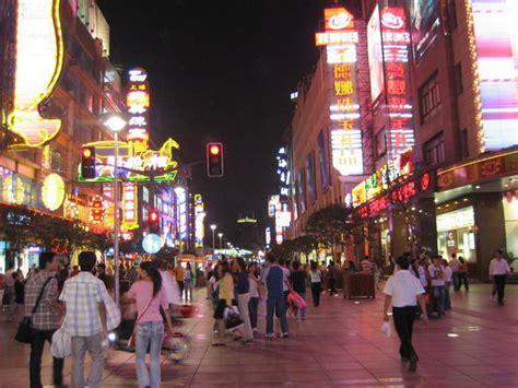 shanghais nanjing shopping street  night photo