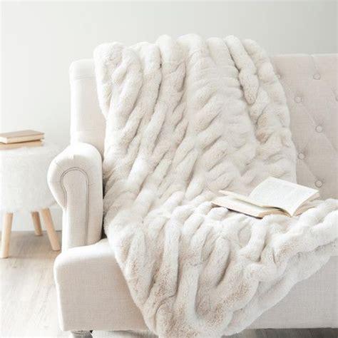 plaid blanc pour canapé les 25 meilleures idées de la catégorie plaid maison du