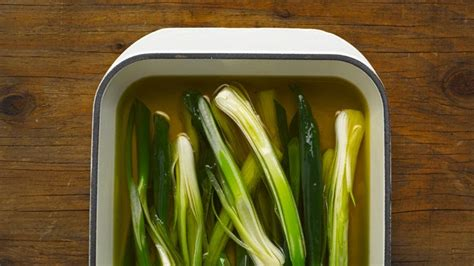 preserve spring onions  packing   oil bon