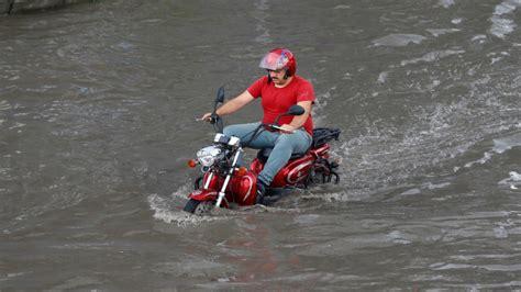 อ่วม! ฝนถล่ม 'อิสตันบูล' ป่วนหนักทั่วเมือง