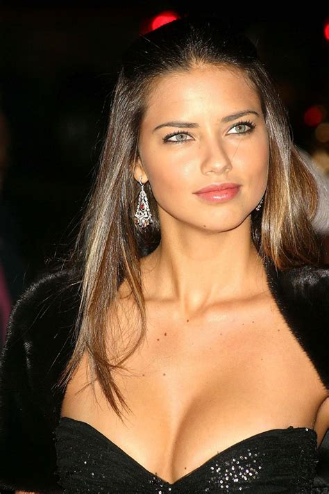 10 Stunning Photos of Adriana Lima oneclickwonders