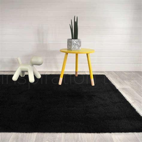 tapis noir de salle de bain sur mesure